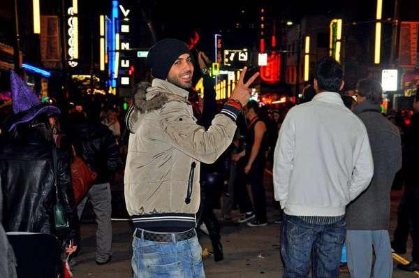 El es Omar Borkan, el hombre que saltó a la fama a pricipios de 2013, cuando diversos medios de comunicación aseguraron que la Policía Religiosa de Arabia Saudí lo había expulsado de su país junto a otros dos hombres por ser demasiado 'apuestos'.