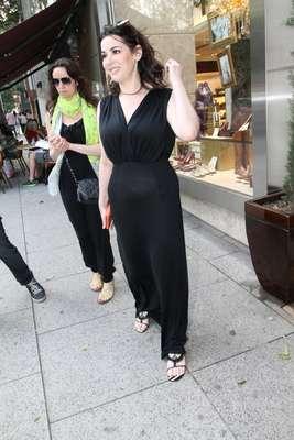 """Nigella Lawson foi fotografada nesta quinta-feira (2) circulando pela Oscar Freire, rua de comércio de luxo em São Paulo. A chef de cozinha e apresentadora britânica está no Brasil para lançar o livro 'Na Cozinha com Nigella Receitas do Coração da Casa"""""""