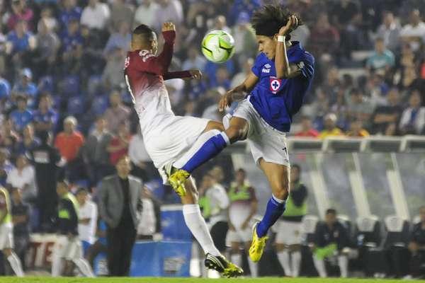 Cruz Azul derrotó a Morelia en el partido de Ida de los Cuartos de final con marcador de 4-2