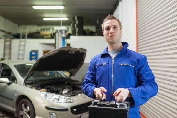 Para não ficar sem bateria, é sempre bom verificar se os equipamentos eletrônicos estão desligados quando o carro não está em funcionamento