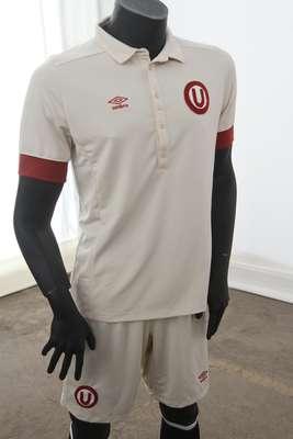Universitario presenta su nueva camiseta edición especial en homenaje al ídolo 'Lolo' Fernández. Destaca el bordado de la insignia de la 'U', además de los botones y el bordado en las mangas.