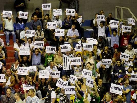 Metroviários aprovam em assembleia entrada em estado de greve