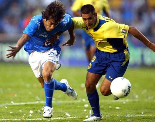 América ha ganado en ocho de las series, Cruz Azul en cuatro, además de los enfrentamientos que tuvieron en el Round Robin de la temporada 1978-1979, en donde cada quien ganó un partido, pero La Máquina avanzó a la Final y obtuvo el título.