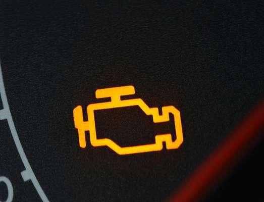 Injeção - É a luz da injeção eletrônica. Ela deve apagar após a partida. Se permanecer ligada, algo está errado, o que pode aumentar o consumo de combustível e de emissão de gases poluentes ou até deixar seu carro na rua. Você deve procurar um especialista