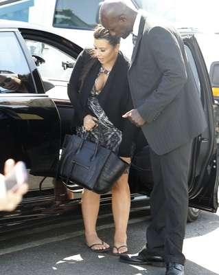 ¡OMG! Kim Kardashian cada día que la vemos luce súper gordita y a punto de dar a luz en cualquier momento.