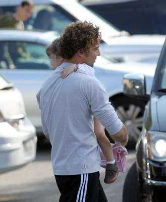 El cantante ha celebrado su 34 cumpleaños en la capital madrileña y junto a su hija Ella.