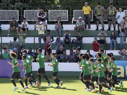 Após duas semanas de preparação, a Seleção Brasileira realizou, nesta quarta-feira, o primeiro treino aberto ao público em Goiânia.