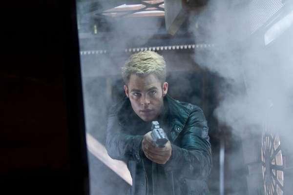 Chris Pine chega aos cinemas do Brasil nesta sexta-feira (14), com Além da Escuridão - Star Trek, mais uma vez como o personagem capitão Kirk. Na foto, Chris Pine