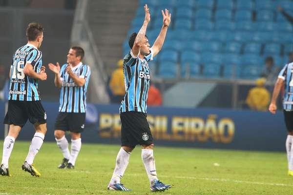 Kleber comemora depois de empatar a partida entre Grêmio e São Paulo na Arena