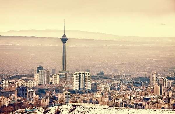 10° - Teerã, Irã - Capital do Irã há 220 anos, Teerã é a décima colocada na lista das cidades com menor custo de vida do mundo. A moeda iraniana é o Rial, cuja taxa de conversão para o dólar é de 12463,002 riais para US$ 1. Com metade desta quantia é possível comprar um litro de gasolina, que custa US$ 0,53 na cidade, uma das maiores do Oriente Médio.
