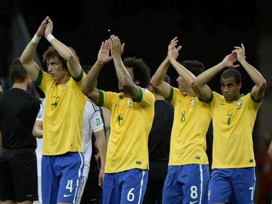 A Seleção Brasileira fez sua estreia com o pé direito na Copa das Confederações neste sábado, no Estádio Nacional Mané Garrincha, em Brasília; a equipe do Brasil venceu por 3 x 0