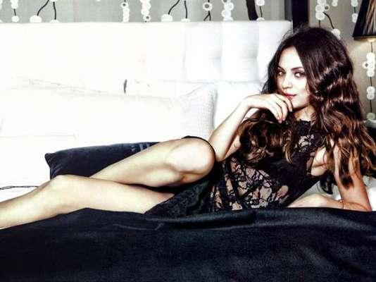 Mila Kunis nuevamente se coronó en la lista de las mujeres favoritos de los caballeros, pero esta vez los hombres desean que la actriz aparezca en el cine porno. Según el sitio Xcritic.com la novia de Ashton Kutcher es la famosa más deseada para verla en plena intimidad.