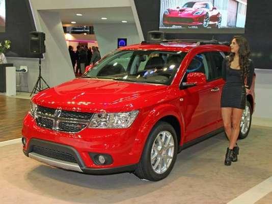 La renovada Dodge Journey exhibida en el Salón del Automóvil