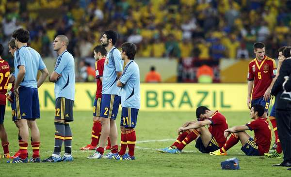 Spain's players react after their Confederations Cup final soccer match against Brazil at the Estadio Maracana in Rio de Janeiro June 30, 2013. REUTERS/Jorge Silva (BRAZIL - Tags: SPORT SOCCER)