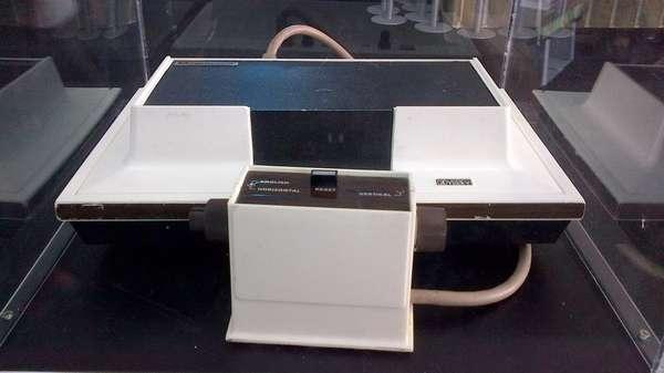MAGNAVOX.- La primera consola de videojuegos que se puso al alcance de las familias estadounidenses. Se vendieron 100 mil unidades.