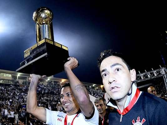 Corinthians vence São Paulo por 2 a 0 no Estádio do Pacaembu e conquista o título da Recopa Sul-Americana 2013