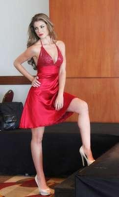 María Constanza Baez Jalil es la joven que representará la belleza de la mujer ecuatoriana que representará de marea oficial al país Miss Universo en 2013.