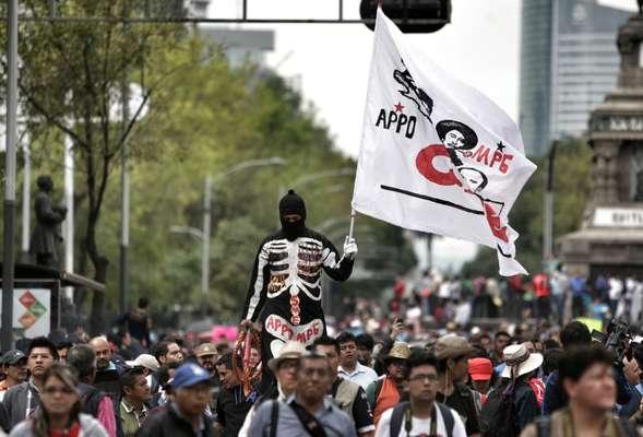 Maestros de la Coordinadora Nacional de Trabajadores de la Educación (CNTE) marcharon este miércoles 4 de septiembre por varios puntos de la ciudad de México, dificultando la movilidad en la capital.
