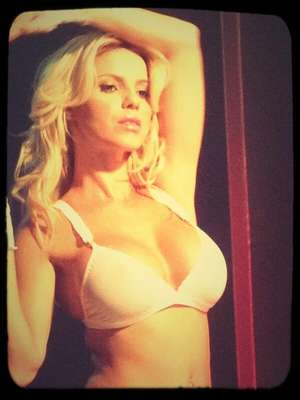 Lola Bezerra conmovió con fotos sexys en ropa interior