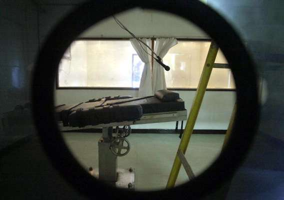 La pena de muerte es y será siempre polémica. Más allá de los argumentos a favor y en contra se encuentra el condenado, a quien la justicia -imperfecta, como lo es su naturaleza- ha juzgado terminantemente. Culpables o inocentes, la vida que les resta a los condenados es un auténtico calvario.