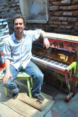 Mas pianos en mi ciudad es un regalo que Mall Plaza Egaña hace a la ciudad y que pone en valor nuestro deseo de estar constantemente aportando con nuevas experiencias que permitan vivir la ciudad con más cultural, arte y música.