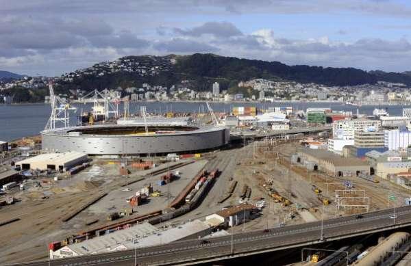El inicio de la construcción del Westpac Stadium fue a comienzos de 1999 y su apertura se realizó oficial fue el 3 de enero del 2000.