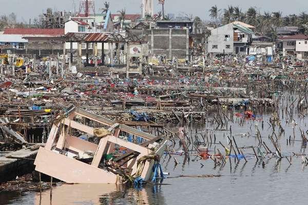 10 de novembro - Tacloban foi uma das cidades mais atingidas