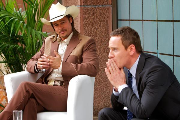 Brad Pitt interpreta a 'Westray', es un 'donjuán' sin remordimientos, que amenaza con encabezar la ruina de el abogado. (Michael Fassbender).