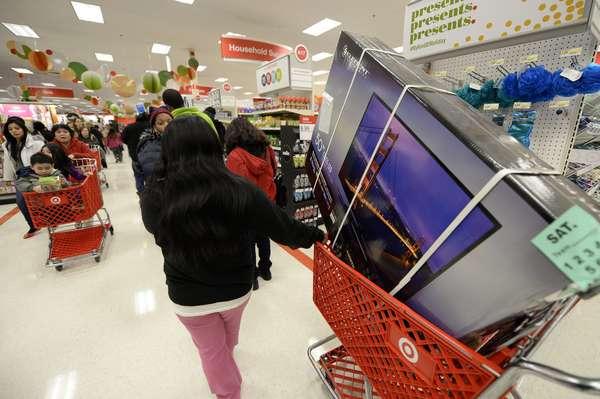 """Los productos tecnológicos se alzan como la estrella de la jornada de hoy, la de mayor consumo del año, en un """"viernes negro"""" que este año empezó antes de lo habitual y en el que televisores, ordenadores y videoconsolas pueden encontrarse con descuentos de hasta el 50 %."""