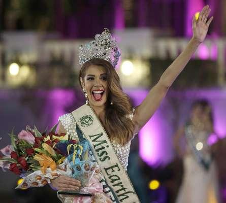 Ella es Aliz Henrich, la nueva soberana de Miss Tierra para 2013. Tiene 22 años de edad, mide 1,76 metros de estatura y sus medidas son 35.4-23.6-36.2.