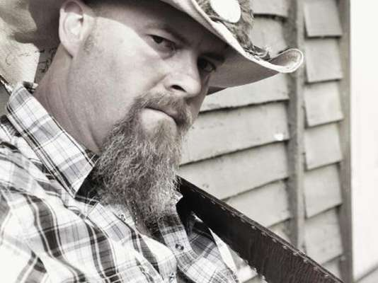 Wayne Mills, falleció luego de recibir varios tiros por parte del propietario de un bar en Nashville, Tenesí, según reseñó el diario The Tennessean.