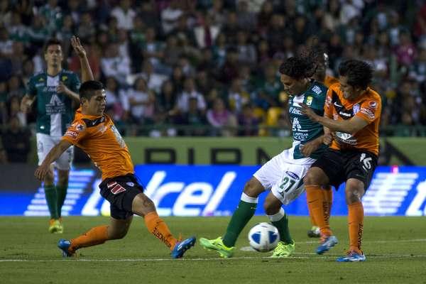 Con doblete de Enner Valencia y gol de Alex Colón, Pachuca se metió a la casa de La Fiera y venció 3-1 a su hermano León, en duelo celebrado en el estadio Nou Camp, correspondiente a la jornada 4 del torneo Clausura 2014 de la Liga MX.