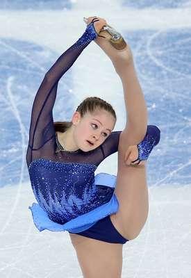 La patinadora rusa de tan solo 15 años, Yulia Lipnitskaya, cautivó a todos con su rutina libre para ayudar a su país a ganar el oro en patinaje artístico por equipos en el Iceberg Skating Palace de Sochi.