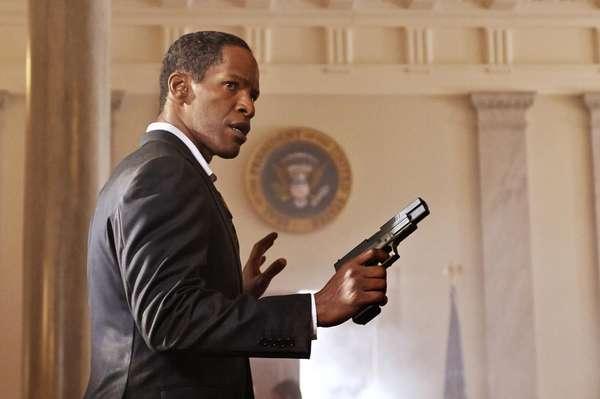 Jamie Foxx hace el papel del Presidente Sawyer en 'White House Down'. La cinta de acción trata de cómo un policía salva al presidente y su familia de un grupo de paramilitares que llegan a invadir La Casa Blanca.