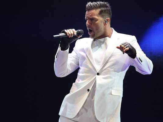 Ricky Martin ya está en Viña del Mar, el cantante boricua viajó a Chile con sus hijos Mateo y Valentino para inaugurar el festival el domingo 23 de febrero. El intérprete de 'Vive la Vida Loca' debutó en este escenario en 1994.
