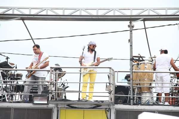 Chiclete com Banana faz show no Trio Nana Banana, no circuito Barra Ondina, em Salvador