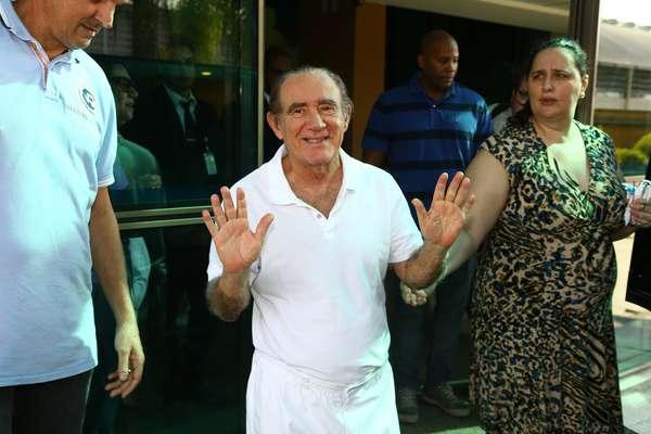 Renato Aragão teve alta do hospital Barra D'Or, no Rio de Janeiro, na tarde desta quarta-feira (19)