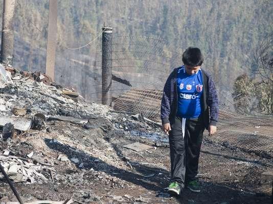 Imágenes muestran cómo quedó el sector de cerro Ramaditas tras las llamas que se desataron ayer y que destruyeron más de un centenar de viviendas.