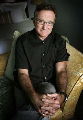 Robin Williams murió a los 63 años el 11 de agosto de 2014. Las autoridades confirmaron que el actor murió por asfixia después de encontrarlo ahorcado en su casade Cayo Paraíso cerca de Tiburón, California.