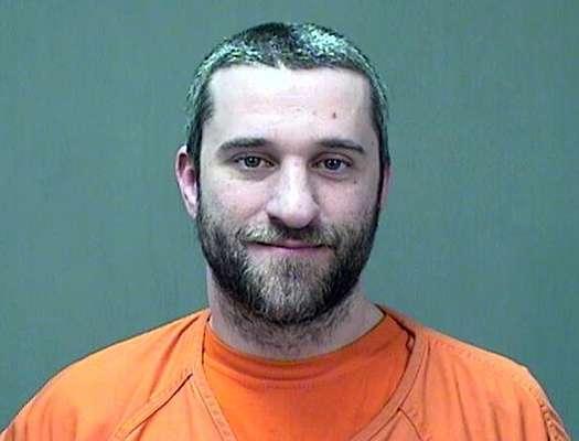 Dustin Diamond fue detenido la madrugada del viernes 26 de diciembre de 2014, tras haber apualado a un hombre durante una pelea en un bar.