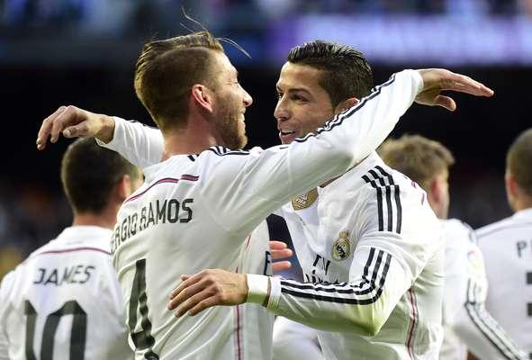 Real Madrid comemora uma importante vitória contra o Málaga, por 2 a 0, no Campeonato Espanhol