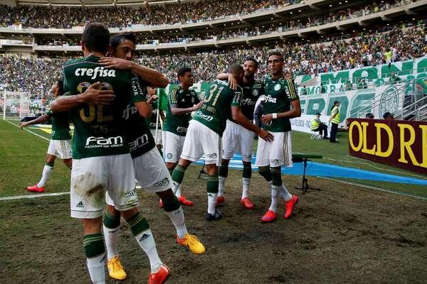 O Palmeiras fez a festa no Allianz Parque, neste domingo, contra o Santos. Venceu por 1 a 0 e ganhou vantagem na final do Campeonato Paulista