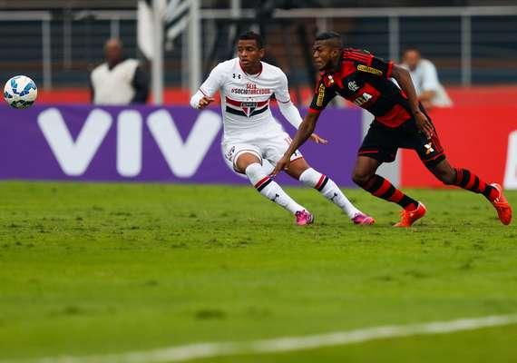 O São Paulo demorou, mas conseguiu comemorar a vitória contra o Flamengo, por 2 a 1, após dominar completamente o jogo