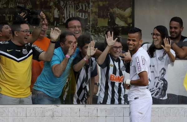 Geuvânio comemora seu gol, que deu a vitória ao Santos por 1 a 0 sobre o Cruzeiro