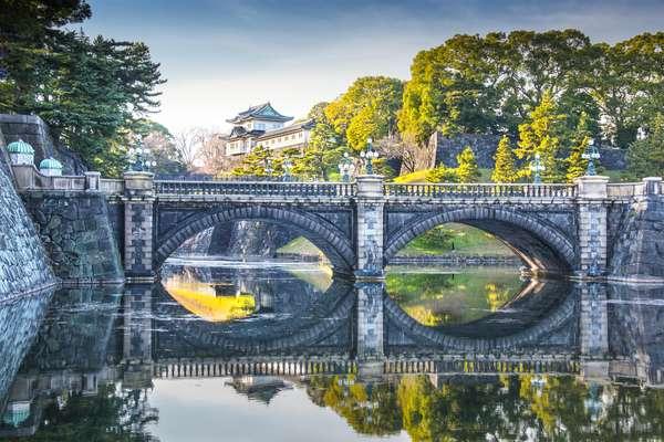 Palácio Imperial - Residência oficial do imperador do Japão, o Palácio Imperial, chamado de Kōkyo, foi construído em 1457 e abriga a corte desde 1868. Localizado em uma grande área de parque cercada por muralhas, teve que ser reconstruído após a 2ª Guerra Mundial