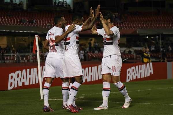 Pato entrou no segundo tempo e foi decisivo com uma assistência e um gol