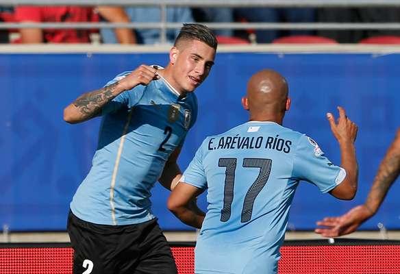 Giménez fez de cabeça o primeiro gol da partida