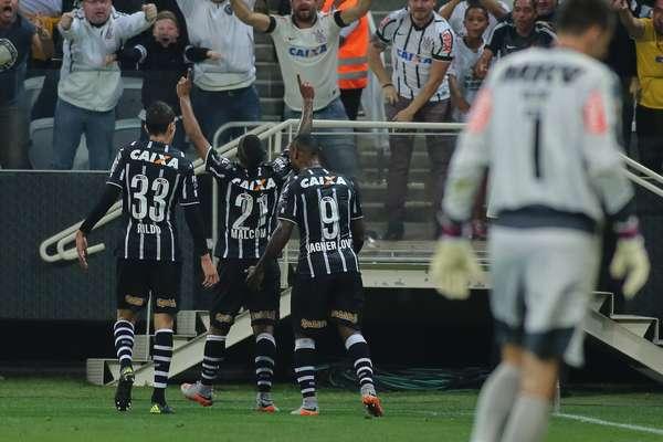 Corinthians derrotou Atlético-MG e empatou com adversário da noite na classificação