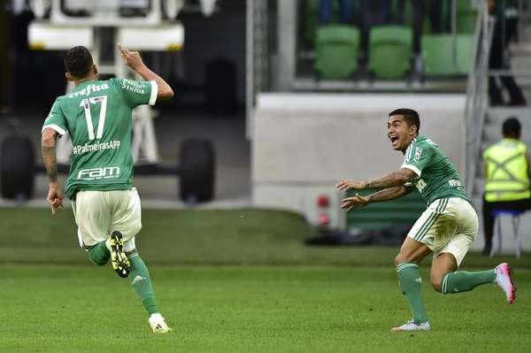 Graças a um gol marcado por Leandro Pereira no primeiro tempo, o Palmeiras venceu o Santos por 1 a 0