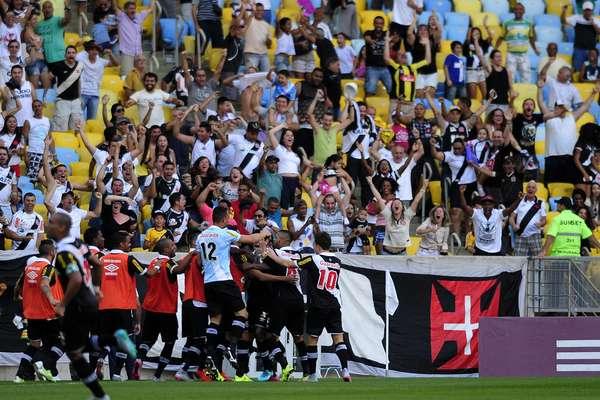 O Vasco surpreendeu e venceu o Fluminense por 2 a 1 no Maracanã, neste domingo
